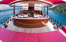 Yachts charter